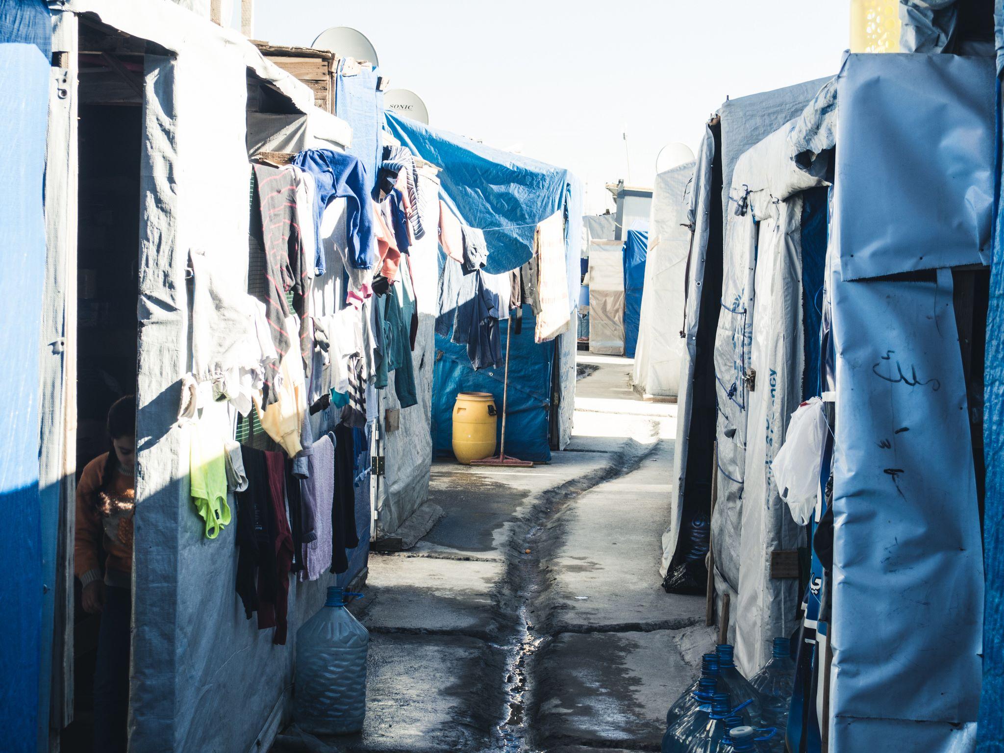 Detalhe dos corredores entre as barracas (Foto: Marco Gomes)